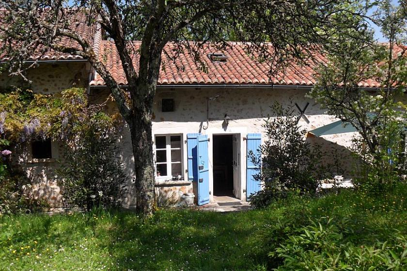 Cottage To Rent In Teyjat France With Private Pool 85565