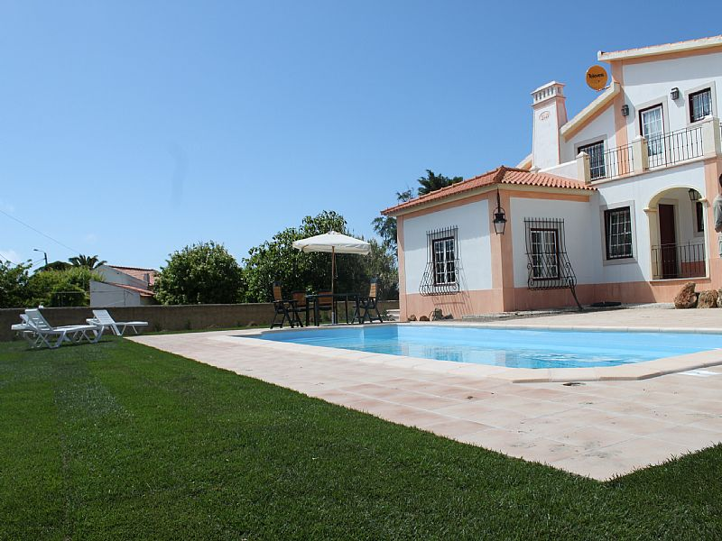 Villa To Rent In Fontanelas Lisbon Metropolitan Area With