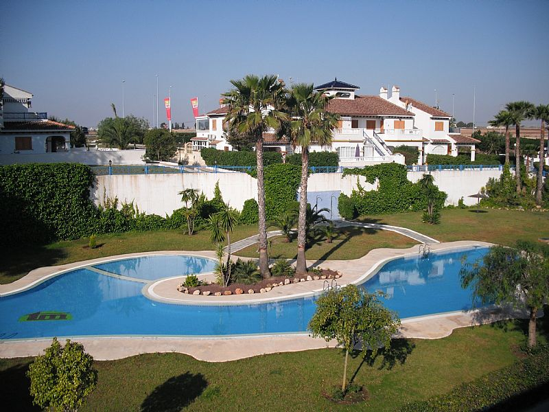 Apartment in Spain, Mil Palmeras: Communual pool area