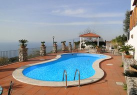 VILLA DEBBY located on Sorrento hill-side with pool/ocean view