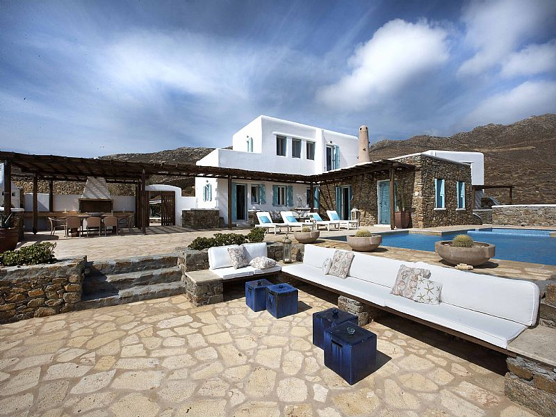 Villa in Greece, Mykonos: Terraces, seating areas, pool, BBQ and hearth oven
