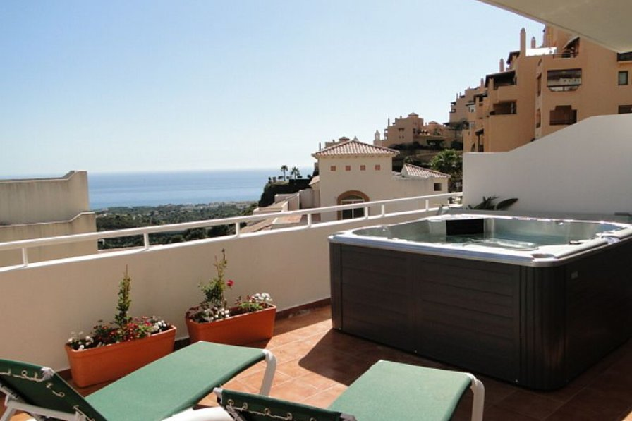 Owners abroad Lovely apartment, Costa Del Sol, sea views, private jacuzzi.