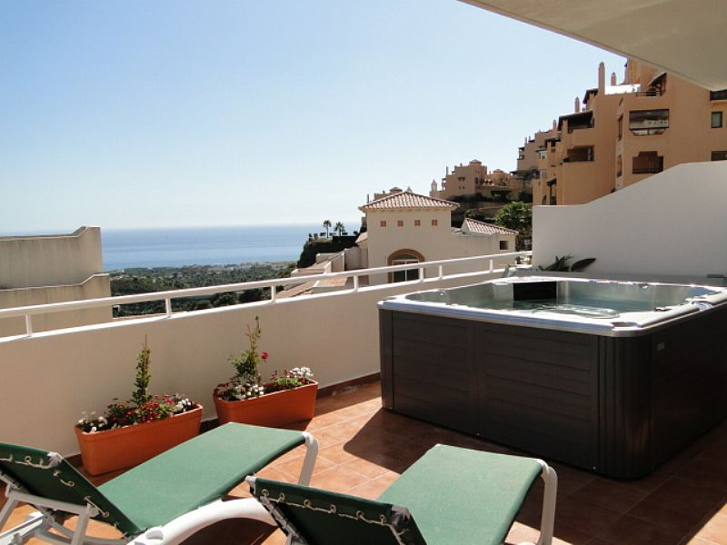 Apartment in Spain, Calahonda: Terrace and Jacuzzi