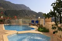 Villa in Turkey, Kalkan: cool down in Alevs fresh bubbling Jacuzzi