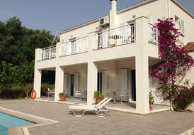 4 BED VILLA WITH PRIVATE POOL, SLEEPS 8-12. SPARTIA KEFALONIA