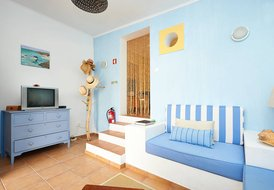 Villa with private pool.Large garden. 2km to beach, in Sintra