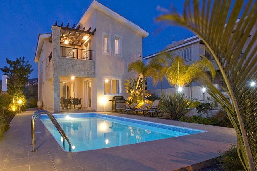 Villa in Cyprus, Tala: Villa at Night