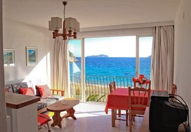 Ibiza apartment at the beach. Be beside the sea side!