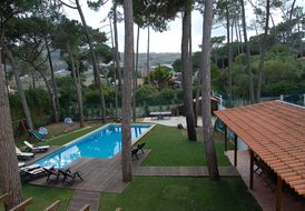 Casa Amarela ,sleeps 14 to 18 pax, 2km from beach,Colares,Sintra