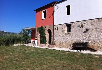 Farm House in Italy, Citta Sant Angelo: The old stone walls and the entrance to The Arches