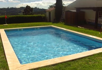 Village House in Portugal, Caldas da Rainha: Pool & Garden
