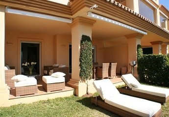 Apartment in Spain, Nueva Andalucía: Garden and terrace 1