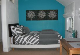 Cosy second floor studio. Close to central London. Sleeps two