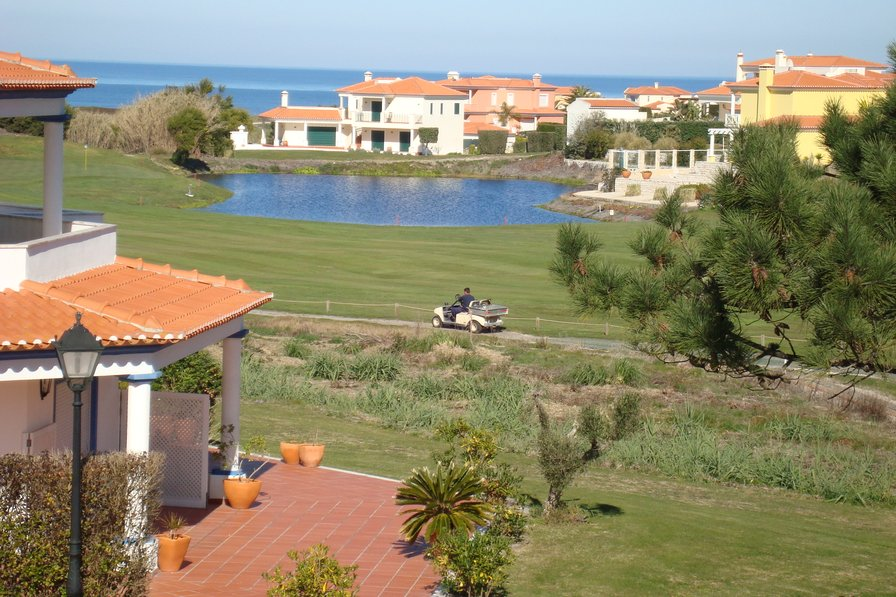 Gorgeous 4 Bedroom Townhouse Silver Coast Portugal