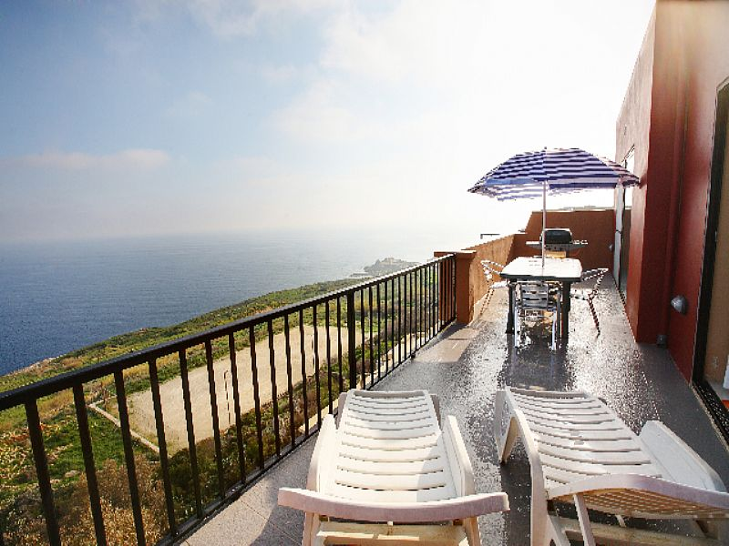 Penthouse apartment in Malta, Zebbug: terrace with bbq area and 180 deg sea views