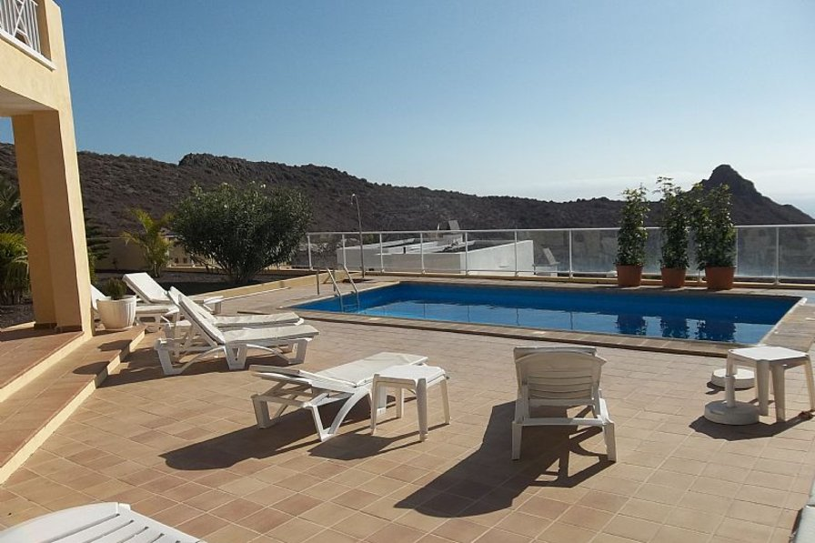Villa in Spain, Miraverde: Private terrace with heated pool