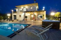 Villa in Cyprus, Argaka: Villa at Night