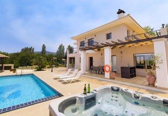 Villa in Cyprus, Argaka: Villa Leni