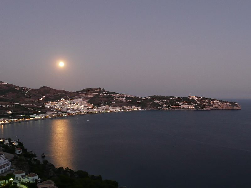 Villa in Spain, La Herradura: Moon rising over La Herradura - from top terrace