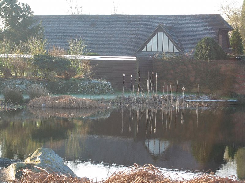 Cottage in United Kingdom, Ashford, kent: Swimming lake and cottages