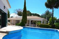 Villa in Portugal, Cascais: Swimming pool & terrace between the villa & barbecue