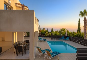 4 bedroom Villa for rent in Peyia