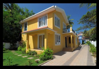 Villa in India, Candolim: The Yellow Villa