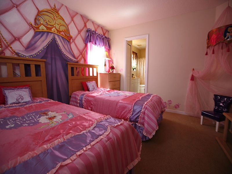 Villa in USA, Emerald Island: Princess themed twin bedroom,TV