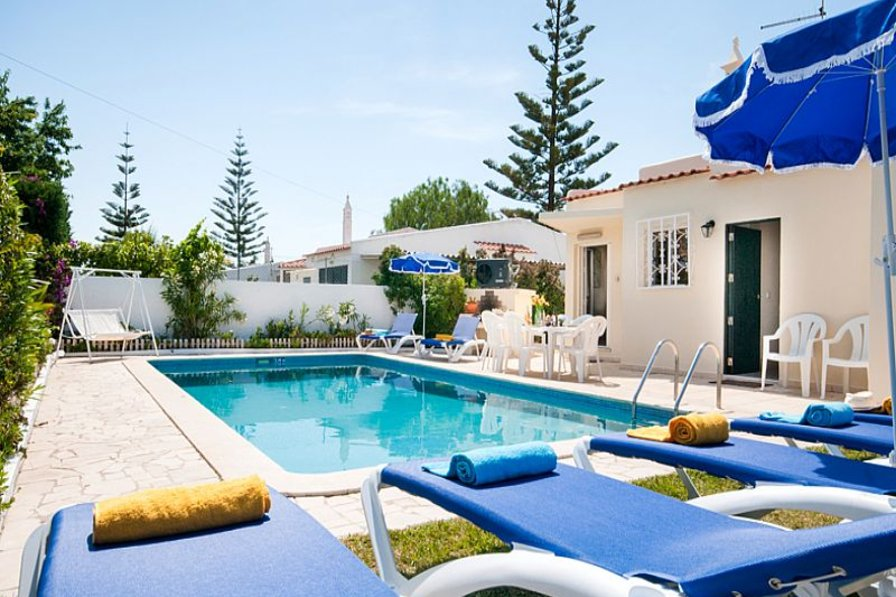 Villa in Portugal, Albufeira: Private pool with sunloungers and BBQ