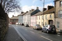 House in Ireland, Cappoquin: 9 Church Street is set in a pretty street, our house is behind  the s..