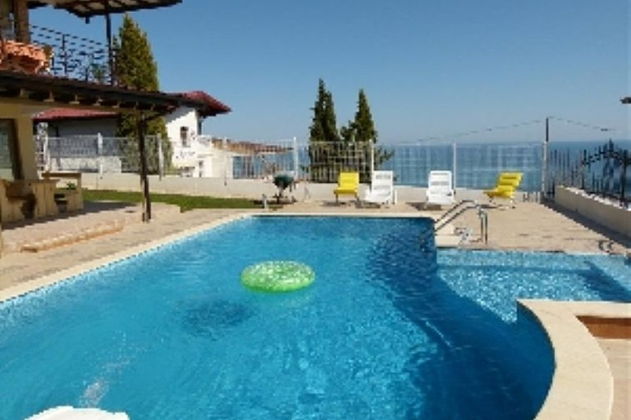 Villa in Bulgaria, Fish Fish: The pool and the Black Sea