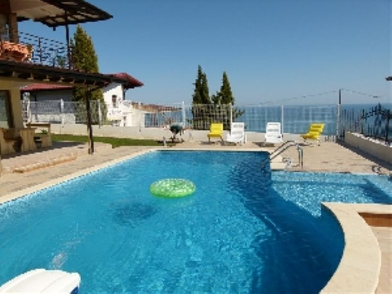 Villa in Bulgaria, Albena resort: The pool and the Black Sea