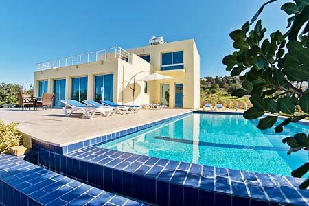 "Owners abroad ""SUNNY"" villa, with Sea Views & Free WI-FI, Sleeps 6, 3 Bedrooms"