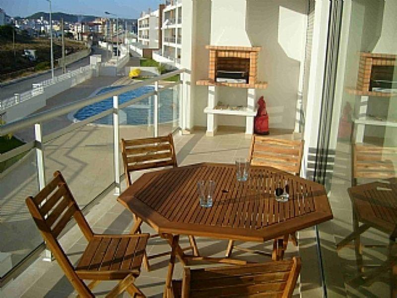 Apartment in Portugal, Sao Martinho do Porto: Spacious terrace and bbq