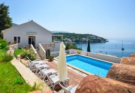 Seafront 3 bedroom villa with pool near Dubrovnik 100m from sea