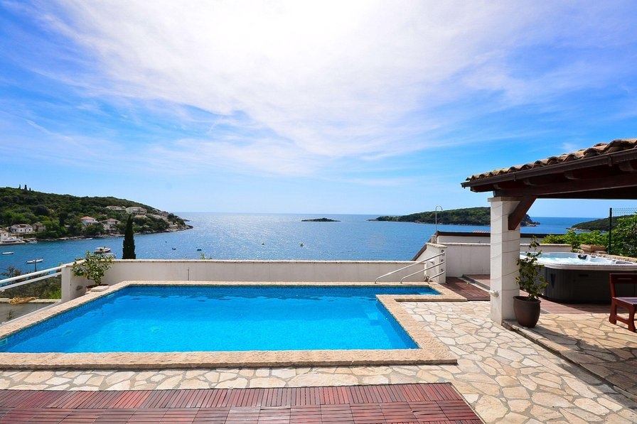 Owners abroad Seafront 3 bdms villa with pool & jacuzzi 100m from sea