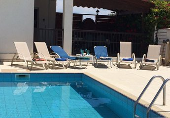 Villa in Cyprus, Paralimni: Relax by the pool!