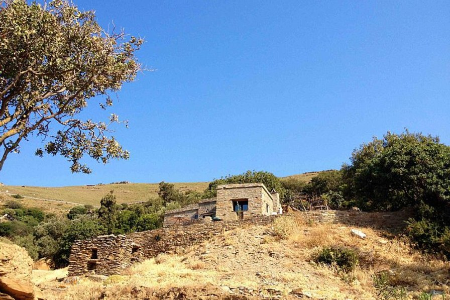 Farm house in Greece, Andros: Approaching The House