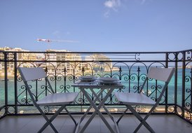 Seafront 2-bedroom Apartment in St Julians