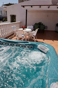 Owners abroad 2 BEDROOM 2 BATHROOM BUNGALOW WITH HOT TUB