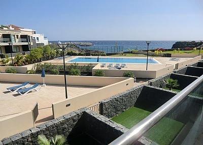 Villa in Spain, San Miguel de Abona: Pool and sunbathing area