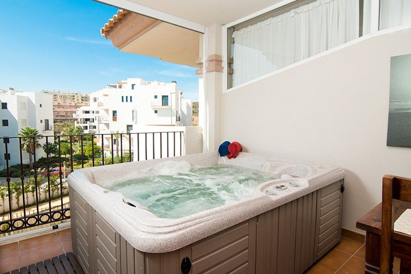 Apartment in Spain, Jardin Botánico: Your own jacuzzi on the terrace