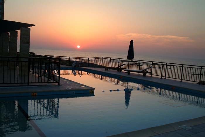 Villa in Cyprus, Pomos: Sunset over the swimming pool