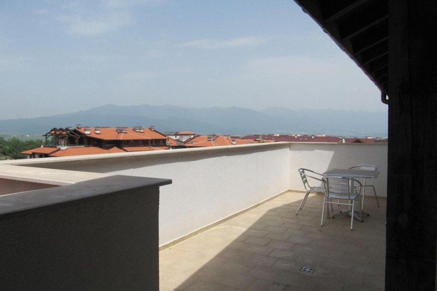 Penthouse apartment in Bulgaria, Bansko: Spacious terrace with mountain views