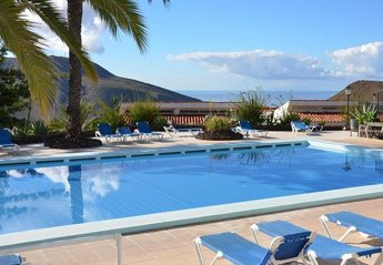 Villa in Spain, Chayofa: Lovely communal heated pool