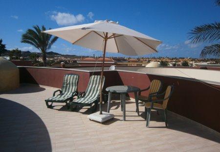 Villa in Geafond, Fuerteventura: Private roof terrace with impressive mountain and sea views