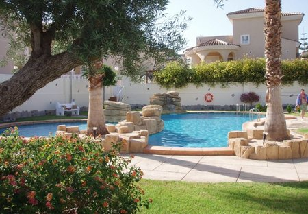 Villa in Ciudad Quesada, Spain: Community pool and garden area