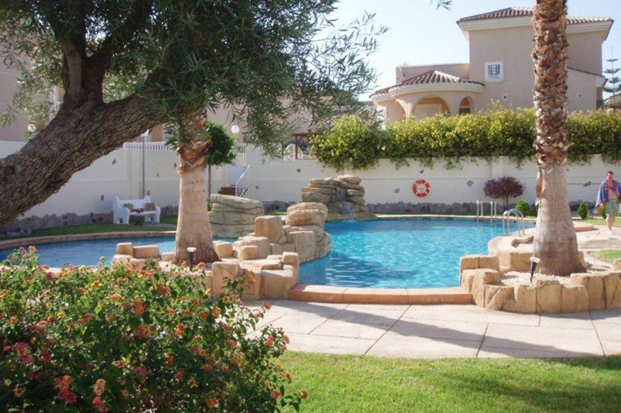 Villa in Spain, Ciudad Quesada: Community pool and garden area