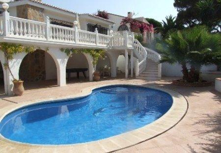 Villa in Miraflores, Spain: Pool area.