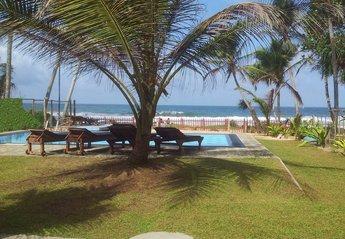 Villa in Sri Lanka, Hikkaduwa: The beachfront swimming pool with beautiful Indian Ocean view!